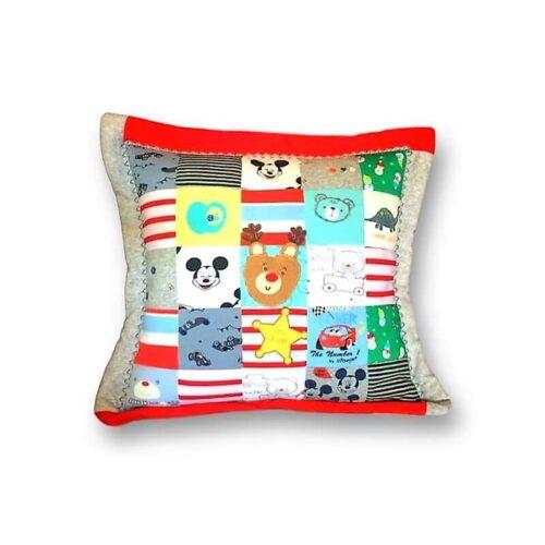 poduszka patchwork z ubranek dzieciecych